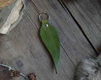 Leather Feather Keychain in Green // Key Fob // Faerie // Fae // Natural // Boho // Acessories // Fantasty // Handmade // Leathercraft
