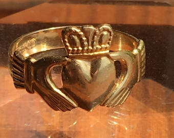 Vintage 18K Gold Irish love-loyalty-courage ring