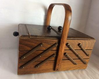 Vintage Antique Nostalgia Nähkasten mending basket jewelry Chest 6 trays hood small wooden