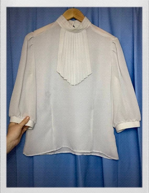 "Vintage Women's Gray Blouse with Collar Detail Size Medium 19"" width 23"" length"