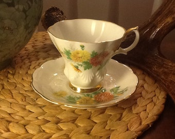 Vintage Royal Albert Bone China Teacup and Saucer Chrysanthemum Friendship Series Yellow gold