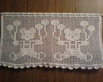 White short curtain with bears