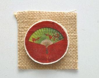 Spilla di legno - Spilla con stampa in tessuto - Spilla con immagine Vintage