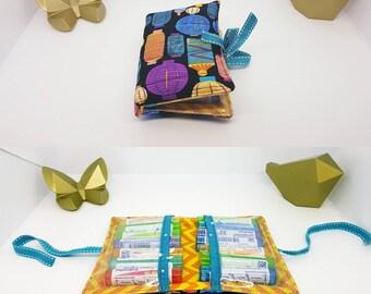 Trousse à pharmacie, pochette à homéopathie, format voyage ou sac à main. Tissu lampions multicolores et chevrons jaune orange.