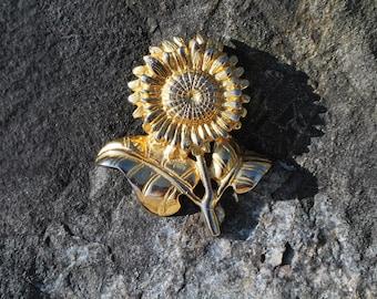 Sunflower brooch, Vintage Brooch, Vintage Sunflower Brooch, gold color tone, flower jewelry, 332