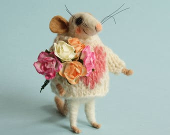 Needle felted Mouse with roses. Sweater with heart. Dollhouse Mouse. Cake topper. Gift. Miniature mice  paper roses. Birthday Christmas gift