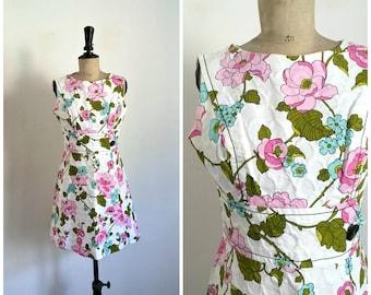 Vintage 1960s PIERRE NEUVILLE White Flowers Print Cotton Mini Summer Dress / Size Small