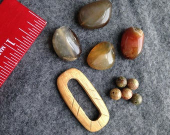 Bead lot / Jasper, semiprecious stones and focal piece