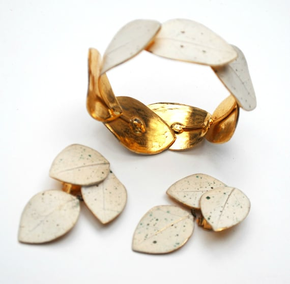 Leaf Bracelet and Earring Set  Mosell Signed  White speckled enamel  gold plated leaves Clip on earrings wedding