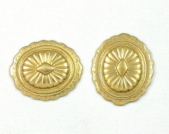 6 Southwestern Concho brass jewelry charm. You choose with or without holes. 19.5mm x 16.5mm (S1).