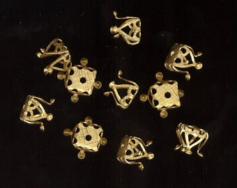 SALE 15 Vintage Bead Caps ~ Very Ornate Elegant Textured Cross Hatch Rich Gold Plated Pliable From 10mm Up No.BC04
