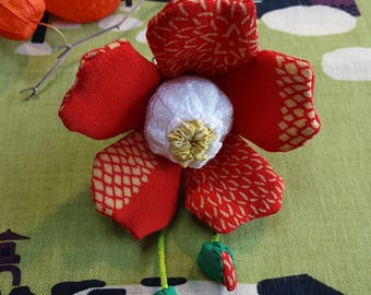 """Brooch / flower """"Tsubaki"""" Silk kimono"""