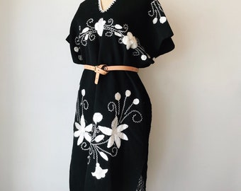 1940s hand embroidered Mexican poncho | One Size