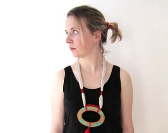 Necklace yarn and wood, wood circle, hand braided, ethnical jewels