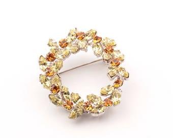 Vintage Czech Bohemian amber jonquil glass rhinestone floral wreath pin brooch 901-90