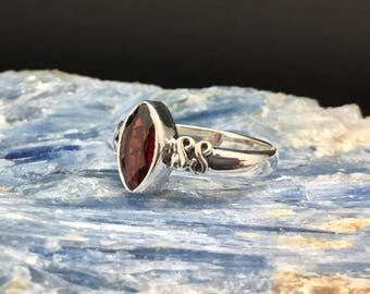 Garnet Ring // 925 Sterling Silver // Marquis Setting // Garnet Peridot Ring