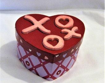 Papier Mache Heart Shaped Lidded Box XOXO Valentine