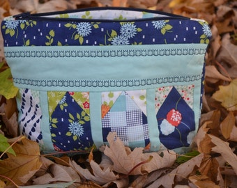 Thimbleblossoms Sewing /Makeup pouch.