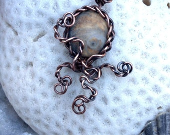 Octopus Sealife Shiva's eye shell pendant necklace charm