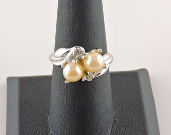 Size 8 Silver Tone Creamy White Faux Pearl And Rhinestone Ring