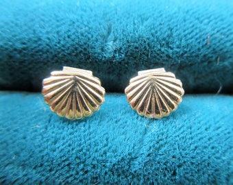14K Textured Scallop -Sea Shell Pierced Earrings- Yellow Gold