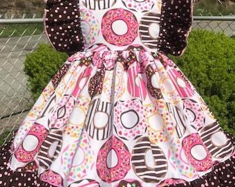 Doughnut dress with flutter sleeves