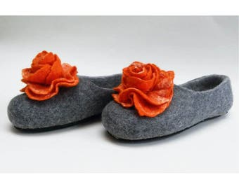 Handmade wool felted slippers with rubber soles- house shoes-roses-orange-orange flowers roses