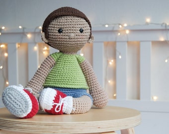 TOMMY - crochet pattern by Snuggly Stitches