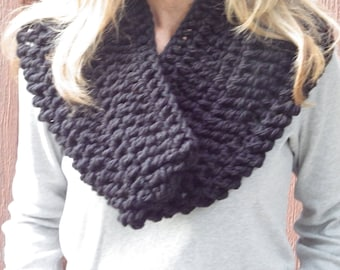 Bulky Black Hoilday Cowl #gift #holiday #giftsforher #holidayz #gifts