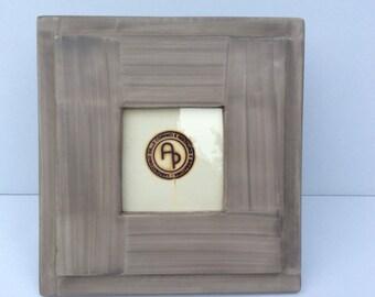 19.5 x 19.5 cm ready-made photo frame with feet