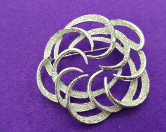 Sarah Coventry Tailored Swirl Silver tone Brooch 1967 mint condition Art Deco