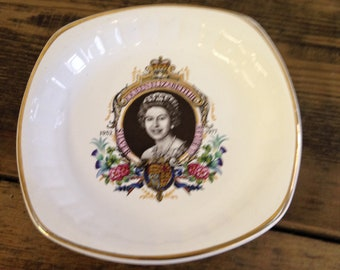 Vintage Palissy Queen Elizabeth Royal Silver Jubilee Pin Dish. Made In England And In Very Good Condition.