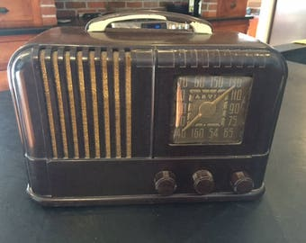 Vintage 1947 Arvin Radio walnut bakelite case art deco styling