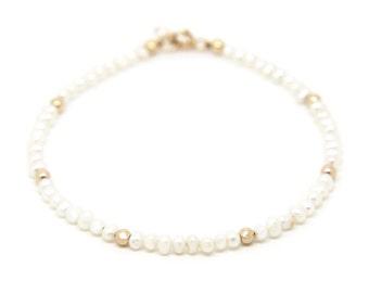 Pearl bracelet, solid gold.
