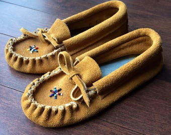 Vintage Boys Handmade Suede Moccasins / Slippers Native American Beaded First Nations Indian from French River, Ontario CANADA