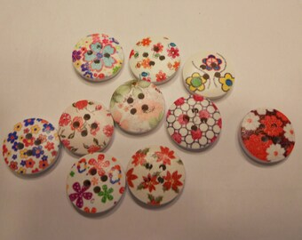 10 assorted printed wood buttons, 15 mm (10)