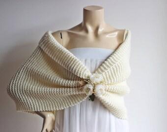 Ivory Bridal Capelet with Bouquet Flower Pin / Wedding Wrap Shrug Bolero