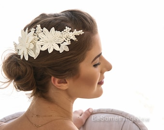 Vintage Ivory Lace Wedding Hair Comb, Daisy Lace Bridal Comb with Pearls Vintage Bridal Lace Clip