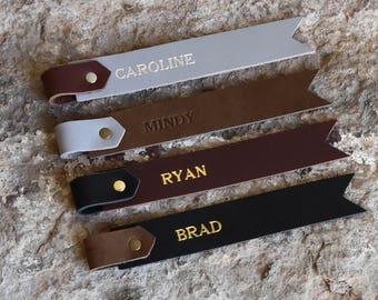 Marque page en cuir personnalisé. Sur mesure véritable deux ton marque page en cuir, ajoutez votre nom, initiales ou un dicton! Mongrammed marque-page.