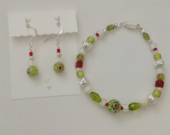Jewelryset Millefiori bracelet and earrings, glass beads Kiwigrün, silver, red, white