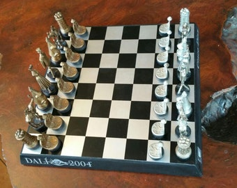 Chess game Dali-from the daily five days Endesa