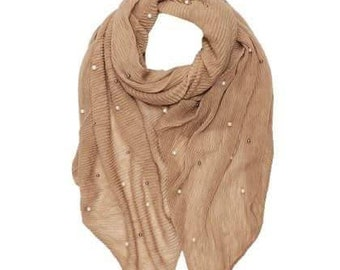 Beautiful Plain Pleated Scarf With Two Tone Pearls