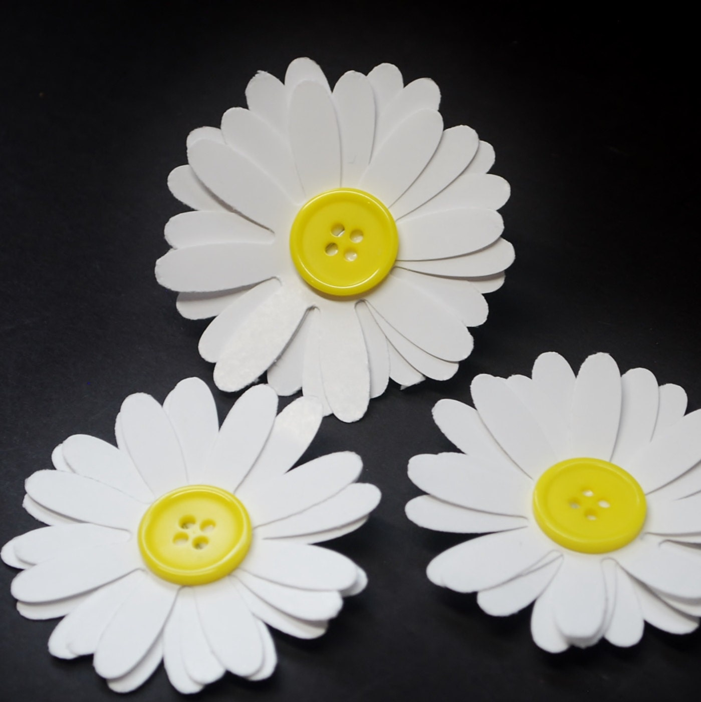 Paper Flowers, paper daisies with button centers, daisy flowers ...