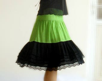 Skirt at the knee length ruffled Tulle lining (M144)
