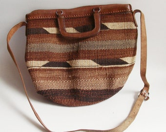 leather and sisal purse / woven straw bag / leather and straw bag / 1970s 70s shoulder bag / vintage bag