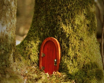 Elf-Elfentür in red fairy door in red
