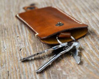 Leather key holder, veg tanned leather keychain, custom made.