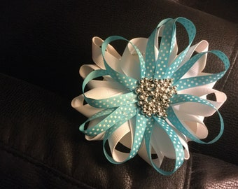 Premium gift wrap bow with a little bling