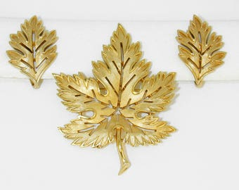 Trifari Vintage Brushed Gold Tone Openwork Maple Leaf Pin & Earrings Set