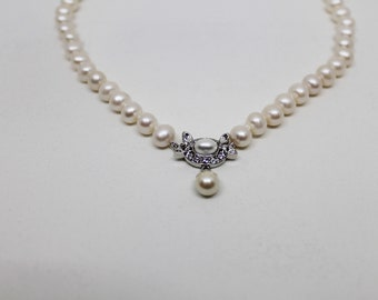 Pearl Necklace with Elaborate Clasp